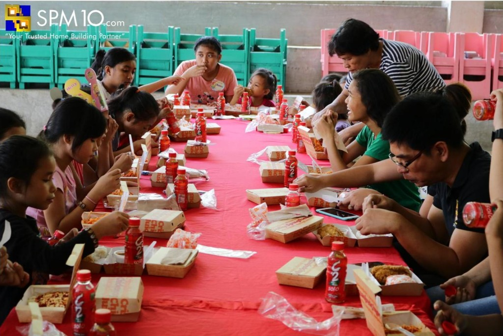 The kids eating their lunch treat from SPM10